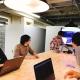リモートで仕事をする東京支店と名古屋本社のコミュニケーション方法